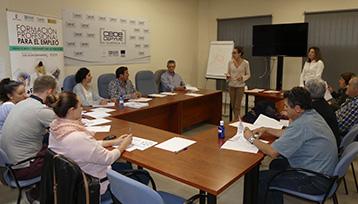 Charla informativa sobre Formación Profesional para el Empleo realizada en Cuenca