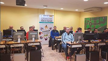 Charla informativa sobre Formación Profesional para el Empleo realizada en las Pedroñeras (Cuenca)