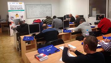Charla informativa sobre Formación Profesional para el Empleo realizada en Casasimarro (Cuenca)