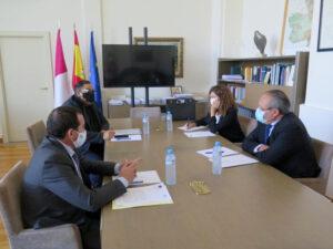 La Federación Regional de Peluquerías solicita al consejero de Hacienda y al Delegado del Gobierno apoyos para la reducción del tipo de IVA